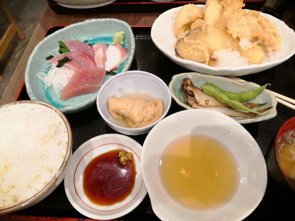 お刺身と天ぷら定食